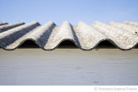 Dachplatten wurden häufig aus Asbest hergestellt.
